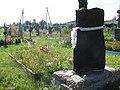 Вигляд на братську могилу воїнів УПА від входу на кладовище.jpg
