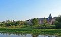Вид на центральний ринок Богоявленьську церкву та будівлю електростанції з протилежного боку ріки Остер.jpg