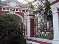Ограда с воротами Храма сщмч. Климента, папы Римского 04.JPG