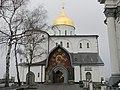 Троїцький собор, центральний вхід.jpg