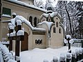Часовня у церкви Спаса Нерукотворного, Абрамцево.jpg