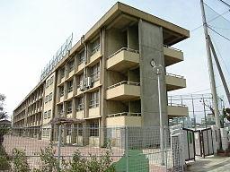 八尾市立龍華中学校 - Wikipedia