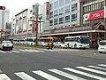過剰な台数が集中する鹿児島市の路線バスその3(高見馬場にて2017-1016).jpg