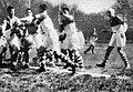 1937 (25 avril), Biarritz (maillot foncé et blanc) gagne le Challenge Yves du Manoir, de nouveau face à l'USAP au Stade des Ponts Jumeaux de Toulouse (attaque du biarrot Beaux).jpg