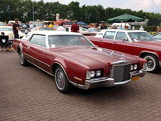 Lincoln Continental Mark IV - 1972 Continental Mark IV, showing pre-facelift grille