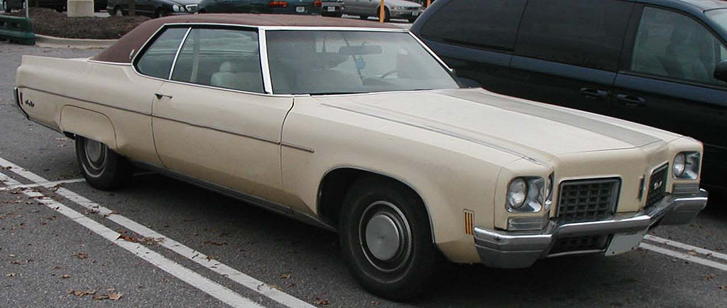 Der Oldsmobile 98 1024px-1972_Oldsmobile_Ninety-Eight_coupe