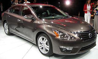 File:2013 Nissan Altima 3.5SL - 2012 NYIAS.JPG - Wikimedia ...