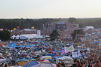 2013 Woodstock 060 duża scena, pole namiotowe.jpg
