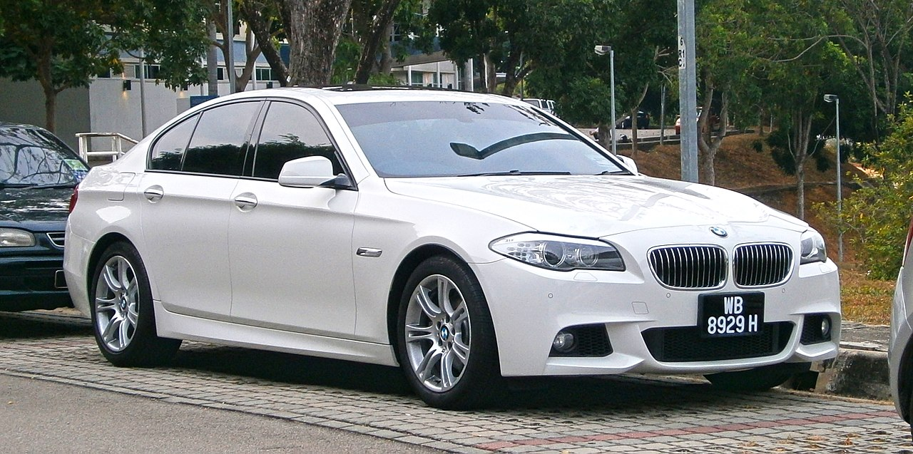 file 2015 bmw 528i 5 series f10 m sport 4 door sedan 19119409664 jpg wikipedia. Black Bedroom Furniture Sets. Home Design Ideas