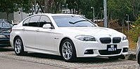 2015 BMW 528i (5 Series, F10) M Sport 4-door sedan (19119409664).jpg