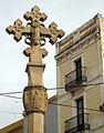 22 Creu de terme d'Abrera, al fons Cal Santeugeni.jpg
