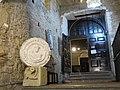 319 Catedral de San Salvador (Oviedo), entrada al Museo de la Iglesia, a la galeria alta del claustre.jpg