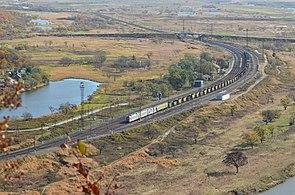 3ES5K Locomotive in Baranovsky station, Primorsky region 1.jpg