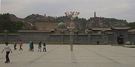 5668-Linxia-City-Hongyuan-Park-south-gates-and-Wanshou-Guan-Pagoda.jpg