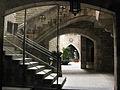 81 Casa dels Canonges, pati al c. del Bisbe.jpg