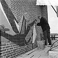 Aanbrengen tegelmozaik Maranathakerk Amsterdam, Bestanddeelnr 907-8338.jpg