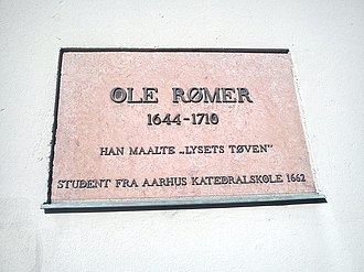 Aarhus Katedralskole - A relief in memory of Ole Rømer, graduate of 1662.