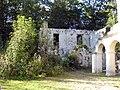 Abbaye Notre-Dame du Val - Ruines du batiment des convers 01.jpg