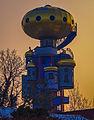 Abensberg, Kuchelbauer Turm - Turm von Friedensreich Hundertwasser im Licht der aufgehenden Wintersonne (LR5 processing) (14166503481).jpg