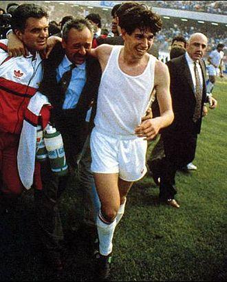 Demetrio Albertini - Albertini celebrates winning the 1991–92 Serie A title with Milan