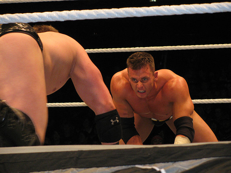 Archivo:Alex Riley contre The Miz.jpg