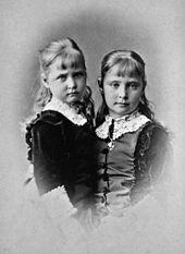Alix mit ihrer Schwester Marie