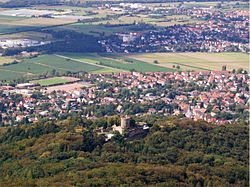 The town of Alsbach-Hähnlein and Alsbach Castle seen from Melibokus hill