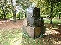 Alsterpark Skulptur aus Steinen (2).jpg