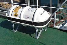 Un autogonfiabile di salvataggio, presente sui ponti delle navi