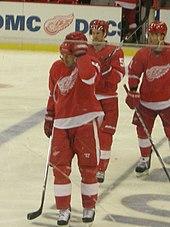 170px-Anaheim_Ducks_vs._Detroit_Red_Wings_Oct_8%2C_2010_49 Mike Modano Dallas Stars Mike Modano Minnesota North Stars