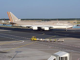 Asiana Airlines - An Asiana Boeing 747-400 taxiing at Frankfurt Airport