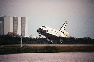 STS-99 - STS-99 ends as Space Shuttle Endeavour lands at the Shuttle Landing Facility, 22 February 2000.