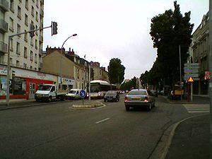 L'avenue Bollée, axe automobile majeur de la ville