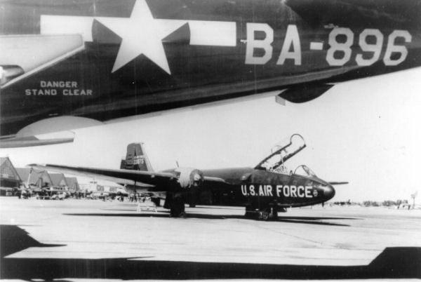 B-57b-3dbw-japan