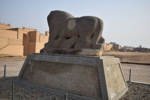 Lion of Babylon (statue) - Lion of Babylon from the left side