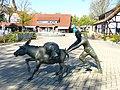 Bad Sassendorf – Bronze-Skulpturen – Salzesel mit Siedeknecht - panoramio - Edgar El.jpg