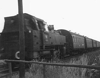 Coburg–Sonneberg railway - Passenger train with class 86 steam locomotive at Coburg, Kalenderweg level crossing in 1958