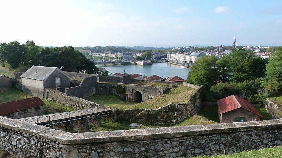 Bayonne place du r%C3%A9duit vue de la citadelle