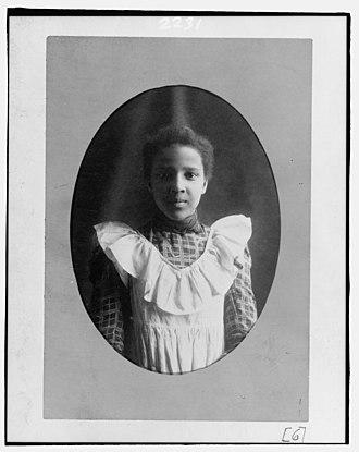 Bazoline Estelle Usher - Image: Bazoline Estelle Usher, Atlanta University student, half length portrait, facing front LCCN98518739