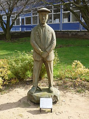 Ben Sayers - Statue of Ben Sayers outside the former factory in North Berwick