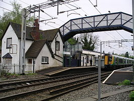 Berkswell railway station -train -footbridge 5y08.JPG