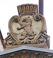 Berlin Markthalle VI Seitenfassade Wappen.jpg