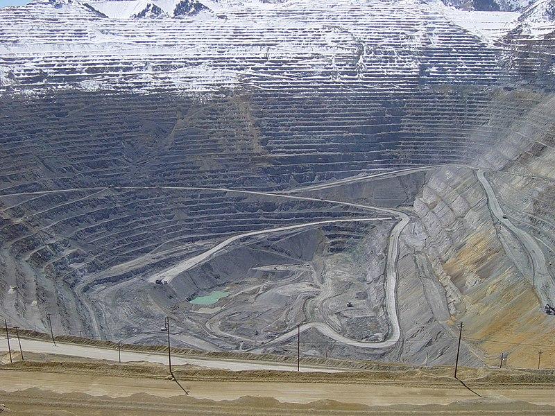 [Immagine: 800px-Bingham_Canyon_April_2005.jpg]