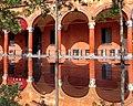 Bologna, riflessi su portici di santo stefano.jpg