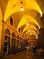 Bologna (BO), Portico in Piazza Maggiore (1), notturno.jpg