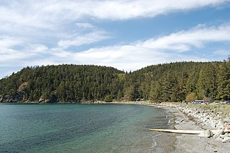 Bowman Bay (Washington) - Looking northwest along the rocky beach at Bowman Bay