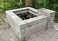 Brunnen5 Nordfriedhof München.jpg