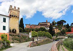Buggiano castello, porta sermolli 01.jpg