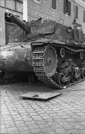 Semovente da 75/18 - A Semovente da 75/18 in Italy in 1943 clearly showing the 75 mm main armament.