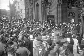 Mass rush to a savings bank in Berlin